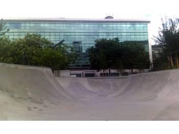 Skatepark en béton de Courbevoie