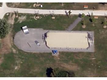 Skatepark et terrain de hockey