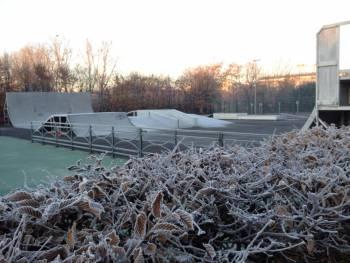 Skatepark de Puteaux en mode hivernal (photo : Yu Mike San)