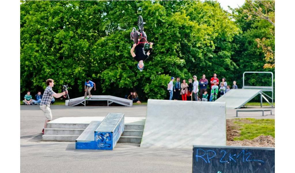 Skatepark de saint avertin 37 - Piscine de saint avertin ...