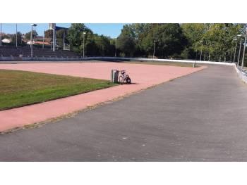 Anneau de vitesse et skatepark