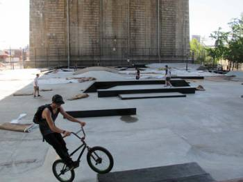 Manhattan Bridge skatepark