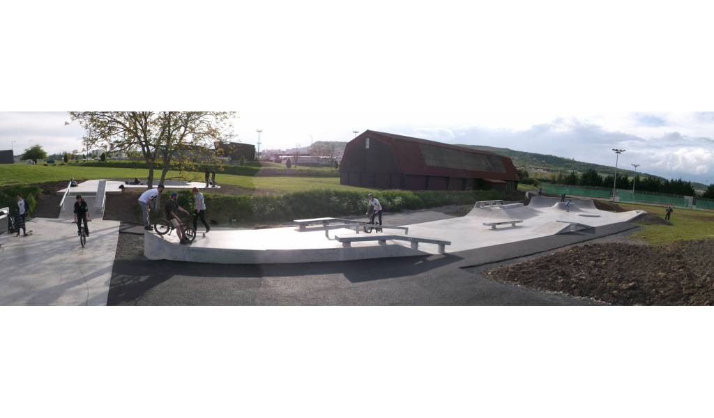 skatepark de cournon d 39 auvergne. Black Bedroom Furniture Sets. Home Design Ideas