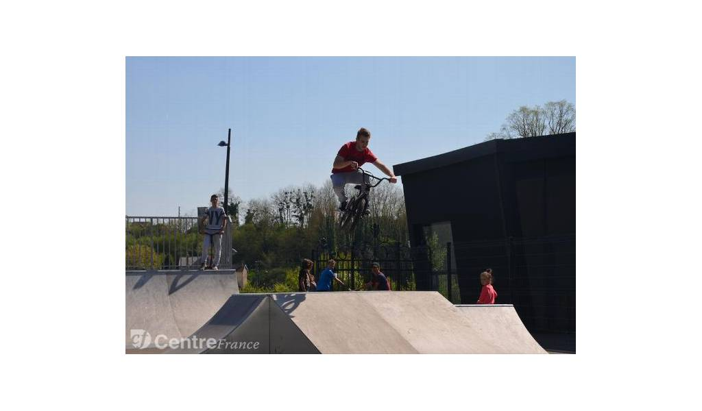 skatepark de chatillon sur loire. Black Bedroom Furniture Sets. Home Design Ideas