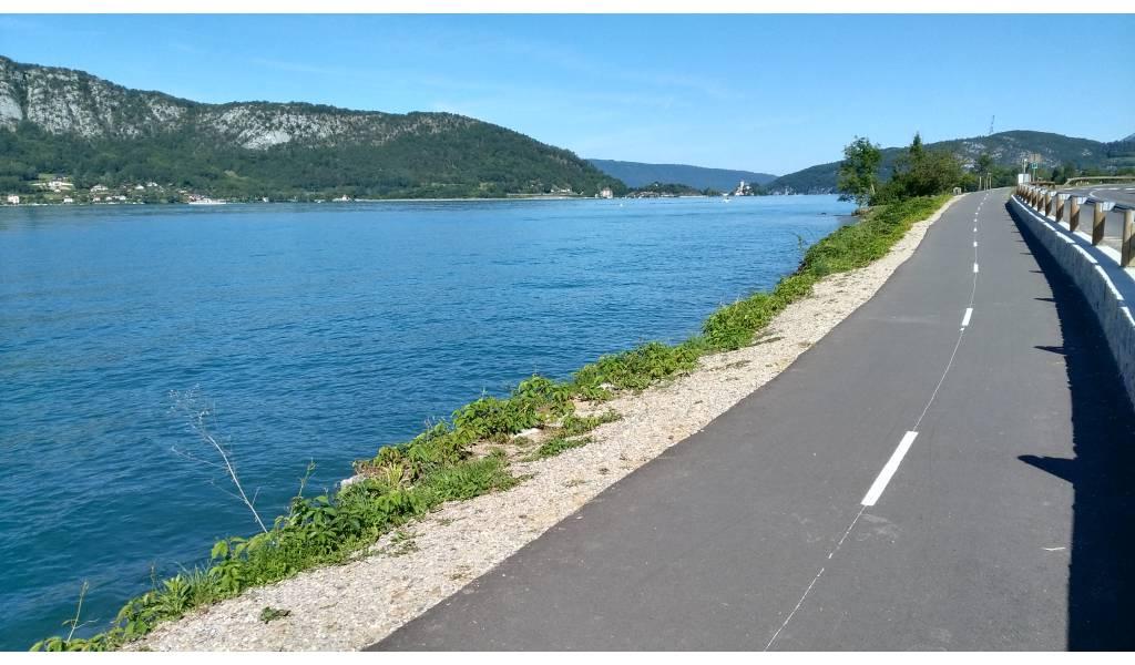 Piste cyclable du lac d 39 annecy 74 for Exterieur plus sevrier